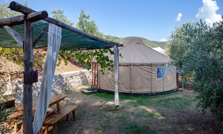 Yurt ondergedompeld in de natuur, op een steenworp afstand van de zee. Camping Orti di Mare, Eiland Elba, Italië